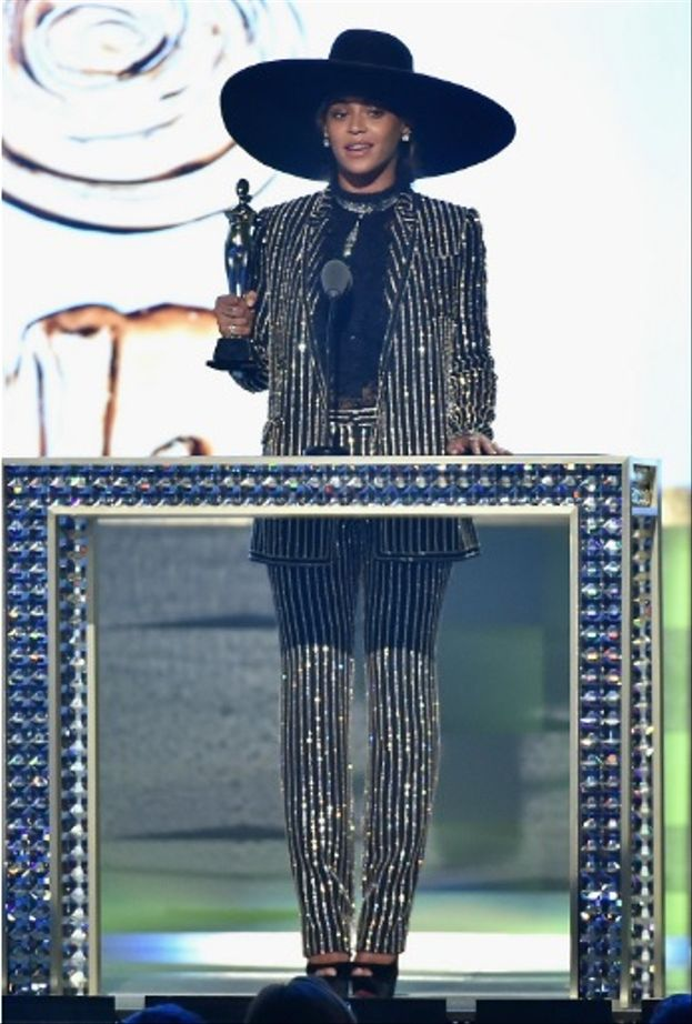Beyoncé's diamante studded Givenchy suit and wide brim hat with peep toe heels was such a breath of fresh air.  So futuristic!