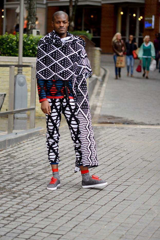 First up, is South African knitwear designer Laduma Ngxokolo of MaXhosa knitwear. Spotting his monochrome ibhayi with matching pants, red and grey socks. We just love how he incorporates his heritage of isiXhosa into his brand