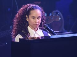 alicia covers cooke's 'change is gonna come'