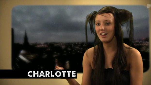 8. Charlotte haciendo sus 'pantalla verde' con el pelo más confuso del mundo. /MTV