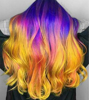 Este increíble tinte de pelo arcoíris cambia de color si aplicas calor