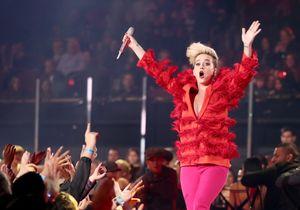 Katy Perry escupe su 'unicorn frappé' nada más probarlo