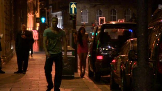 15. Y Vicky entonces pateando también a Jay para no pagar su taxi. /MTV