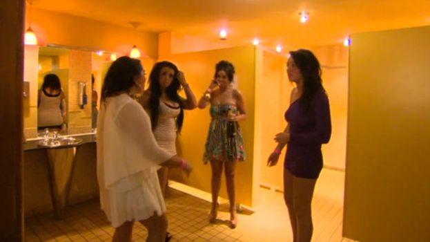 13. Ponerse al día en el baño de las chicas, ¡qué Glamour! /MTV