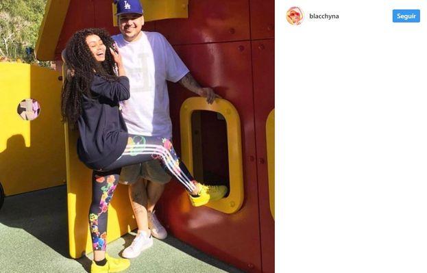 24. Pocos días después del masivo posteo de Rob en su cuenta de Instagram, Chyna y su abogada tomaron acciones legales. El 10 de julio, Chyna fue a los juzgados, pero Rob no apareció. Los abogados dijeron que quería lo mejor para el bebé.