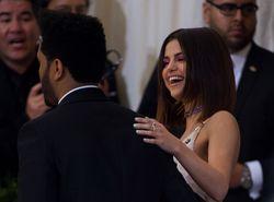 Selena Gomez y The Weekend se lo pasan 'pipa' juntos