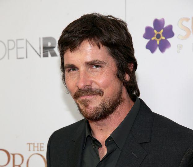 """Christian Bale - Sul talento non si discute, ma pare che sia uno che si infiamma facilmente. Lasciando perdere i suoi problemi """"privati"""", è diventata celebre la sua terrificante crisi di nervi sul set di """"Terminator Salvation"""" contro un membro della troupe che lo aveva distratto mentre stava recitando."""