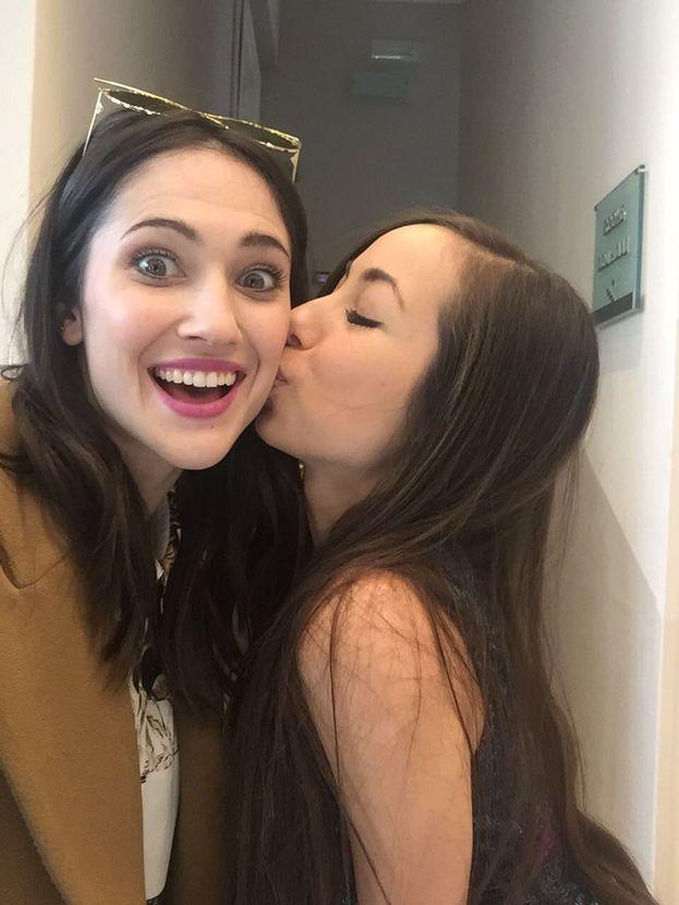Il bacio portafortuna di Tess Masazza a Lodovica