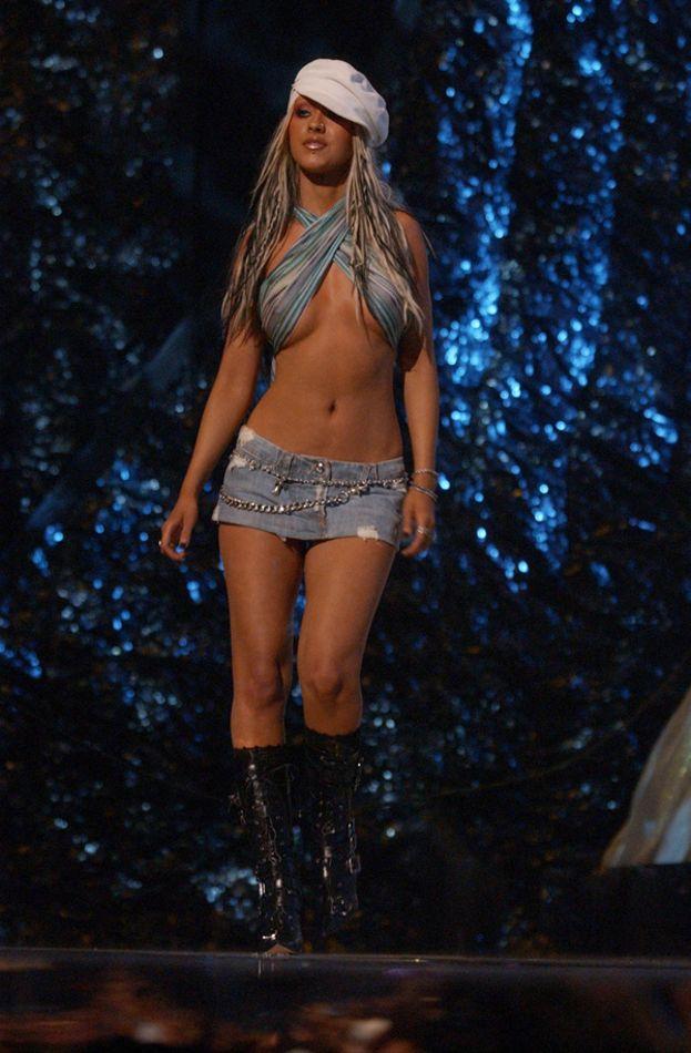 Il fisico di Christina Aguilera è stato molto chiacchierato. Eccola nel 2002
