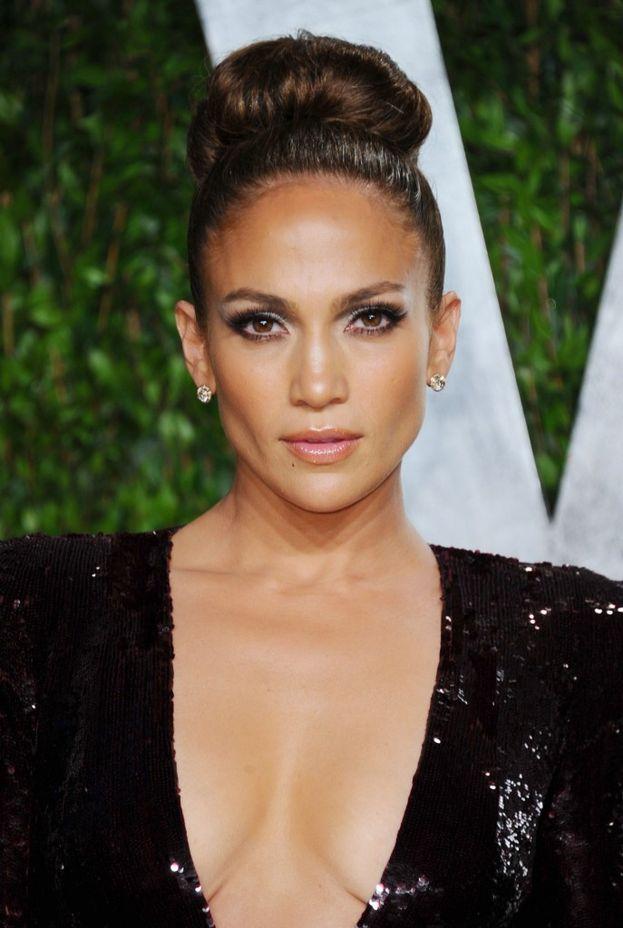 """Jennifer Lopez: """"Alla fine ho imparato la lezione più grande: prima devi amare te stessa. Devi stare bene con te stessa, prima che tu possa stare bene con qualcun altro. Devi imparare a stimarti, perché finché non ti stimi e non ti ami abbastanza, non potrai mai vivere una relazione sana""""."""