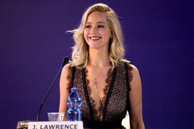 Jennifer durante la conferenza stampa con i giornalisti. Qualche domanda?