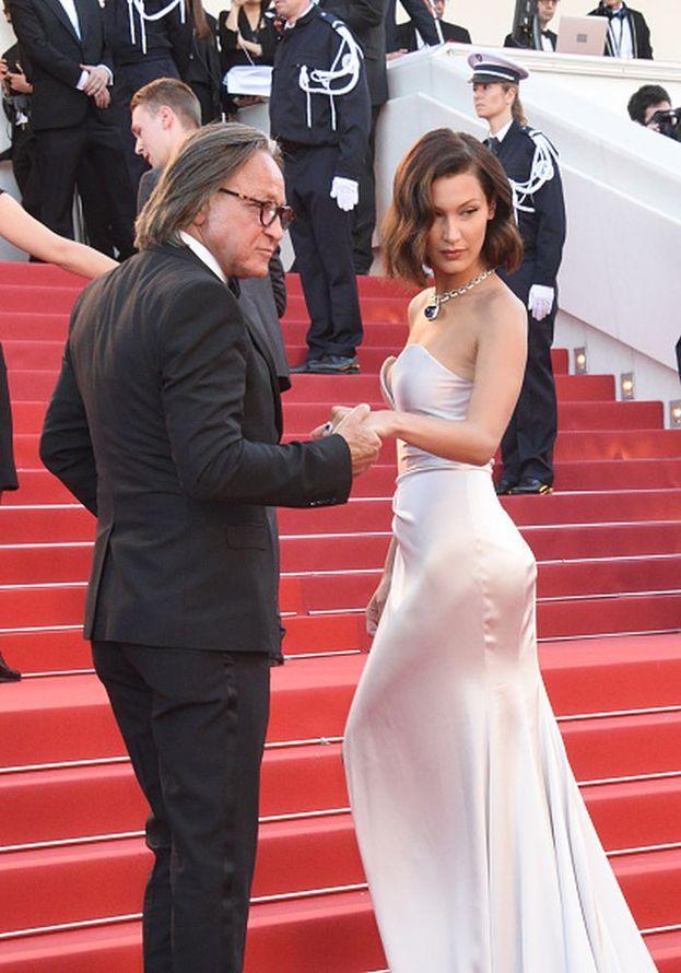 """Bella Hadid con il padre Mohamed alla premiere di """"Ismael's Ghosts"""""""