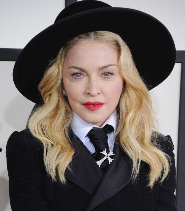 Il cognome di Madonna è Ciccone: viene dai nonni, emigrati negli Stati Uniti da Pacentro, provincia dell'Aquila.