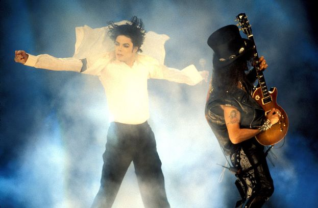 Michael Jackson, 1995. Come Jacko, nessuno: il re del pop si lancia in medley di 15 minuti delle sue canzoni più famose, condite da tutti i passi di danza del suo repertorio. C'è anche Slash ad accompagnare con la sua chitarra. A detta di molti, lo show di Michael Jackson è ancora oggi quello da battere ai VMA.