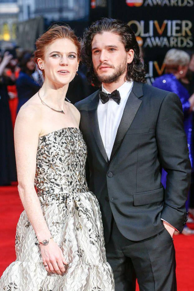 """Kit Harington e Rose Leslie - Ygritte ha fatto una brutta fine in """"Game of Thrones"""", ma nella vita reale continua a frequentare il suo Jon Snow. Ormai (anche se sembra un po' a intermittenza) stanno insieme dal 2012."""