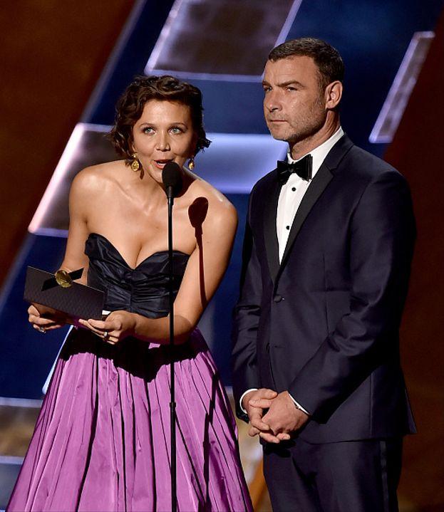 Maggie Gyllenhaal e Liev Schreiber sul palco dello show