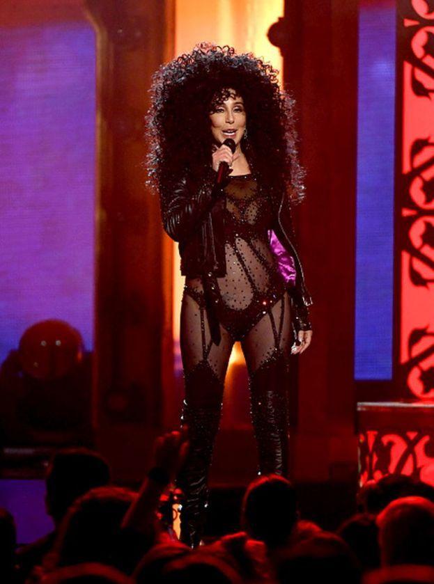 Nel suo tour di inizio anni Duemila, Cher pretendeva un camerino a parte apposta per le sue parrucche.