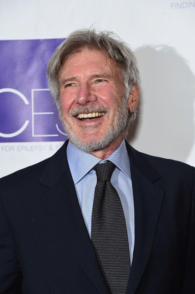 Chi lo ha conosciuto dice che Harrison Ford in realtà non somiglia per niente ai suoi personaggi tipo Han Solo e Indiana Jones. Pare che sia chiuso e diffidente e lui stesso ha raccontato che c'è una cosa in particolare che lo terrorizza: parlare in pubblico. Gli succede anche quando deve farlo per la scena di un film!