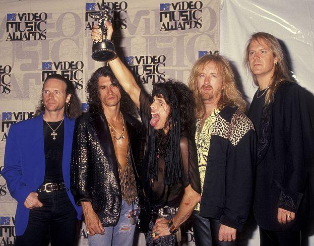 """Aerosmith: 10. Premi sparpagliati in vent'anni, con il picco di """"Cryin'"""", tre premi (incluso Video Of The Year) nel 1994. Nella foto, la band ai VMA del 1993."""