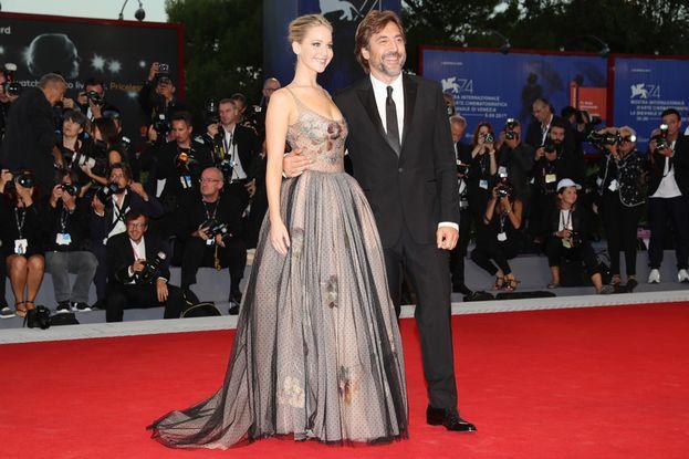In posa con Javier Bardem, che nel film interpreta suo marito. Con qualche annetto di differenza...