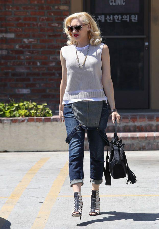 Gwen Stefani – Il suo segreto per una pelle che sembra non invecchiare mai? Evitare a tutti i costi di esporsi ai raggi solari.