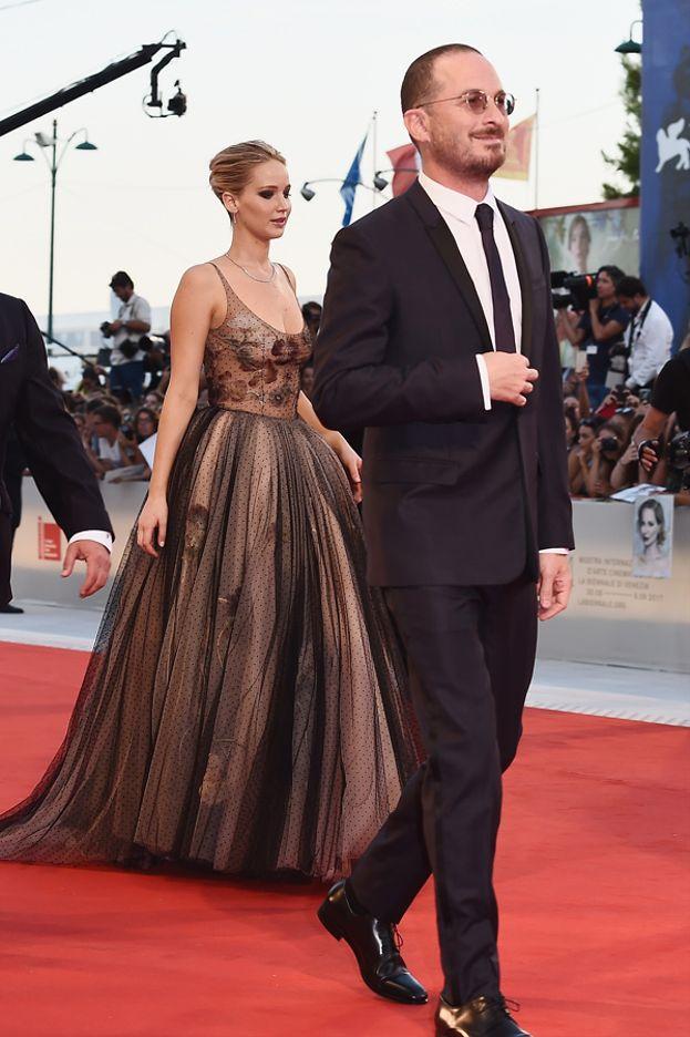 """È anche la prima uscita pubblica insieme al compagno, il regista Darren Aronofsky (ma non si sono fatti mai beccare in atteggiamenti intimi). Sono a Venezia per presentare in anteprima mondiale il film """"Mother!""""."""