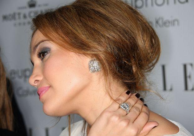 Jennifer Lopez è abbonata agli anelli super. Ben Affleck gliene aveva regalato uno con diamante rosa da 6,1 carati e 2,5 milioni di dollari. Marc Anthony uno con diamante blu da 8,5 carati e 4,1 milioni.