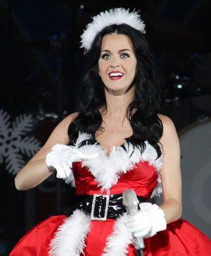 Scopri i look di Natale delle star!