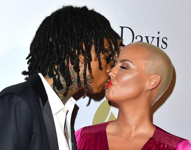 """Anche tra Wiz Khalifa e Amber Rose l'amore è scattato grazie a un'intervista in cui il rapper rivelava i suoi sentimenti. """"L'ho letta, l'ho cercato su Twitter per ringraziarlo e ci siamo innamorati"""" ha spiegato Amber: peccato che i due abbiano poi divorziato!"""