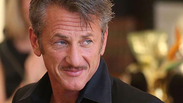 """Sean Penn – """"Chi si batte per vietare i matrimoni gay deve vergonarsi"""". Sono le parole con cui Sean Penn ha celebrato il suo Oscar per il film Milk, in cui interpretava il primo politico americano apertamente gay."""