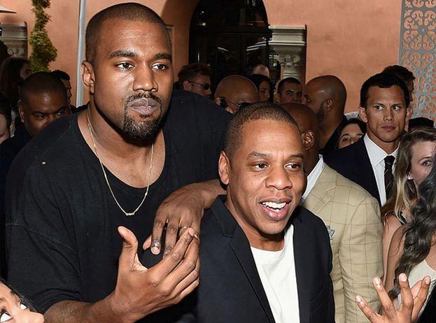 Kanye West ha speso 34mila dollari per un oggetto di arredamento: un teschio d'oro con gli occhi di topazio. Ma non se l'è tenuto per lui: lo ha regalato all'amico (nell'epoca precedente a Kim Kardashian) Jay-Z