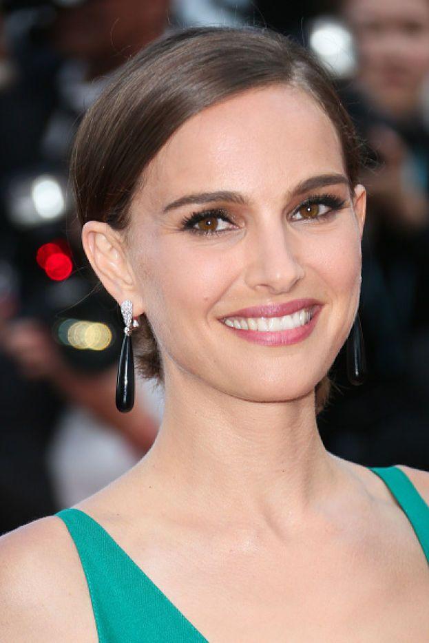 Passiamo a un'altra ricerca, condotta dal dr. Chris Solomon, esperto di analisi della struttura facciale, che ha stilato una classifica dei vip più belli secondo gli inglesi. Prima fra le donne: Natalie Portman.