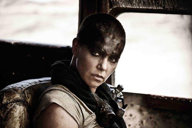 """Charlize Theron sporca e rasata a zero per """"Mad Max: Fury Road"""". Bellissima anche così!"""