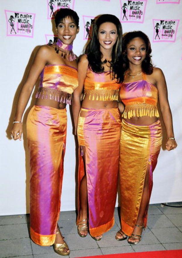 Beyoncé - Una ancora semisconosciuta Beyoncé nel 1998, insieme alle socie Kelly Rowland e Michelle Williams, fresche di debutto con il primo disco delle Destiny's Child.