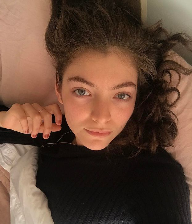 """Lorde: """"Lo so che tutti pensano che la gente famosa debba sempre essere a disposizione per farsi scattare una foto o farsi filmare, ma questo è inaccettabile""""."""