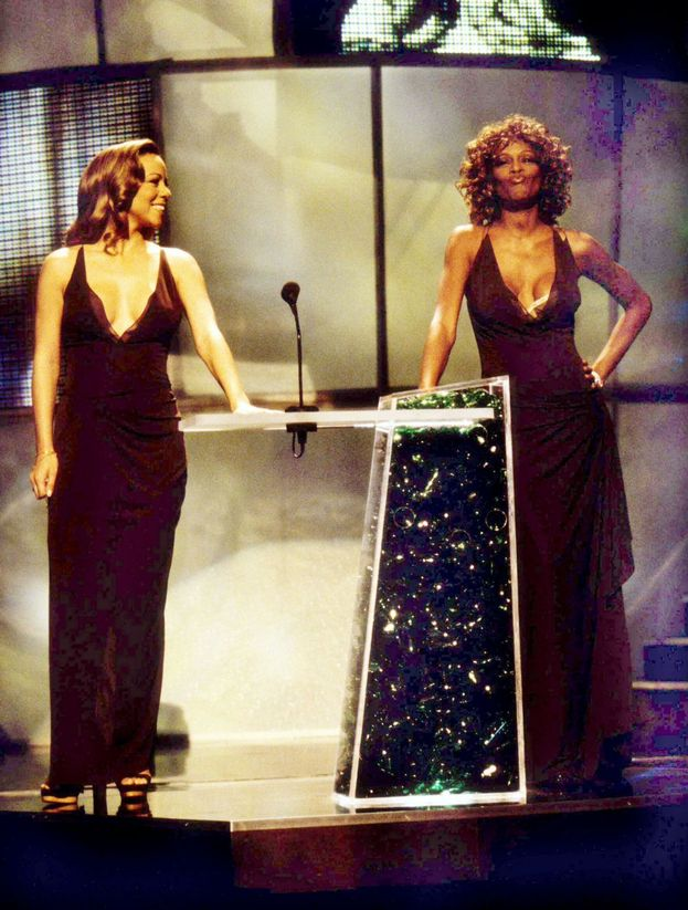 Mariah Carey e Whitney Houston nel 1998