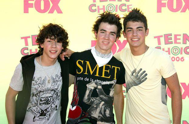 """Nick, Kevin e Joe - I Jonas Brothers nel 2006, l'anno del loro primo disco """"It's About Time"""". Come vola il tempo!"""