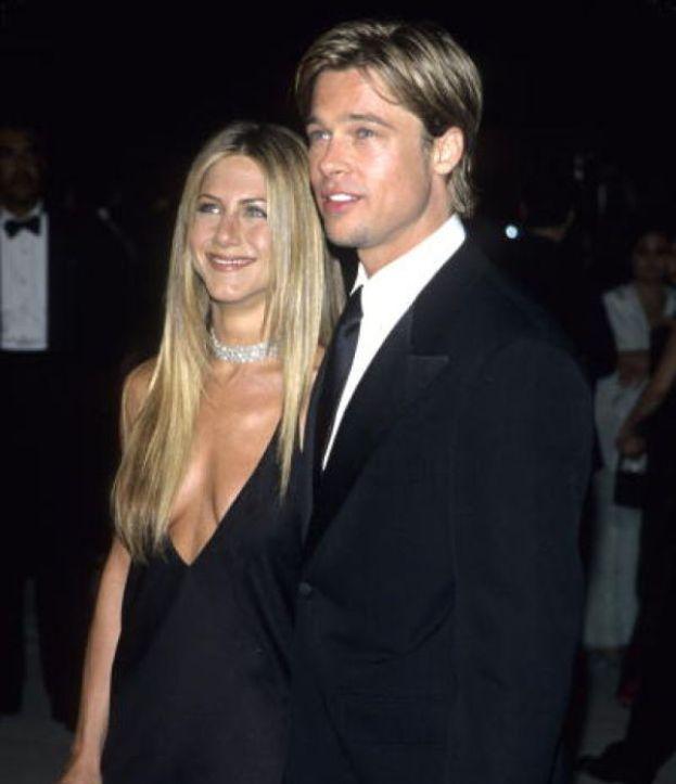 Jennifer Aniston. La storia che fa sognare Hollywood e il mondo intero: sono bellissimi, innamorati e sembrano la coppia perfetta. Si incontrano nel 1998 e si sposano due anni dopo.