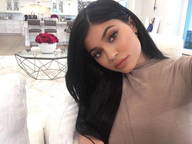 Kylie Jenner - Un consiglio semplice semplice che tutte le ragazze dovrebbero seguire sempre: struccarsi alla perfezione prima di andare a dormire, altrimenti la pelle non traspira e soffre.