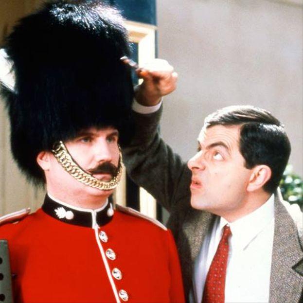 Rowan Atkinson – Sarà forse stupido in tv nei panni di Mr. Bean, ma in realtà l'attore britannico ha conseguito un master in Ingegneria Elettrica presso il Queen's College, all'Università di Oxford.