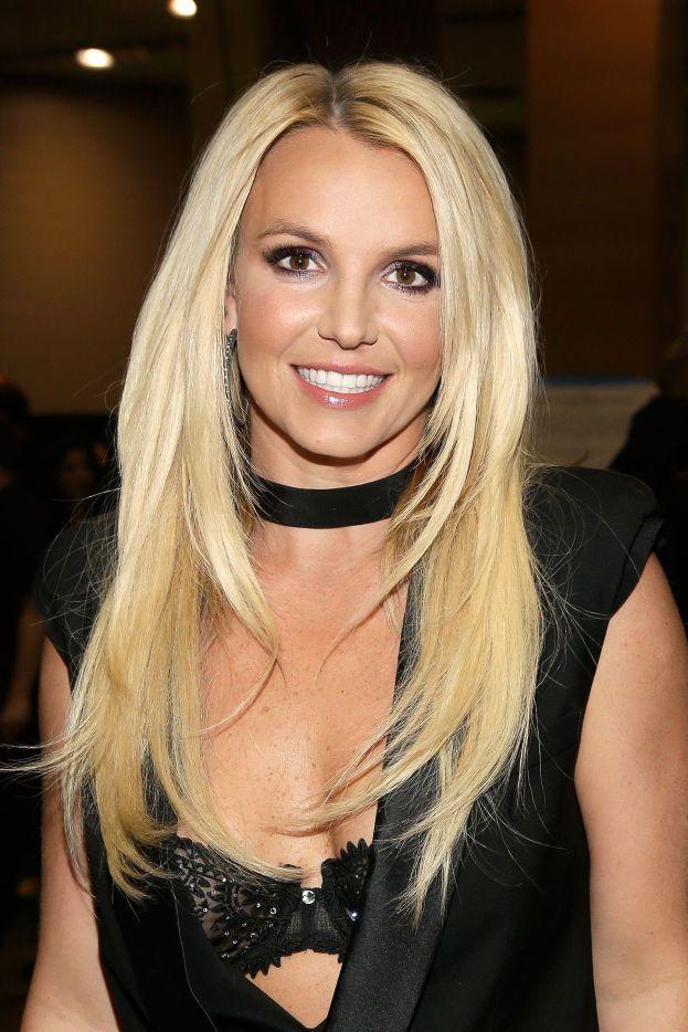 Britney ha una collezione di appuntamenti pessimi. Ad esempio: una volta è andata al cinema con un ragazzo, ma ha capito subito che la cosa non funzionava, la situazione è diventata imbarazzante e subito dopo il film è andata dritta a casa. Un altro: a un appuntamento al buio si è ritrovata con un tipo che somigliava... a una lucertola! Ed è fuggita all'istante.