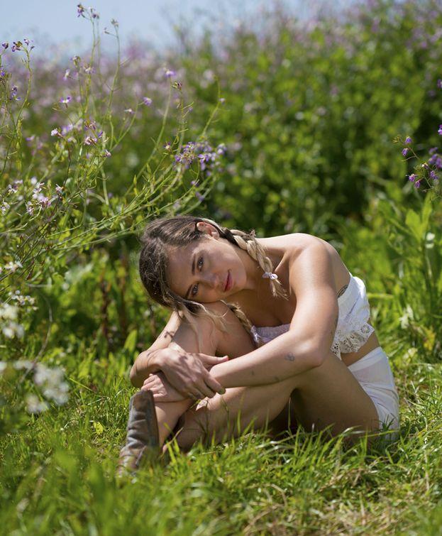Miley Cyrus: 2. Best Artist, Best Pop