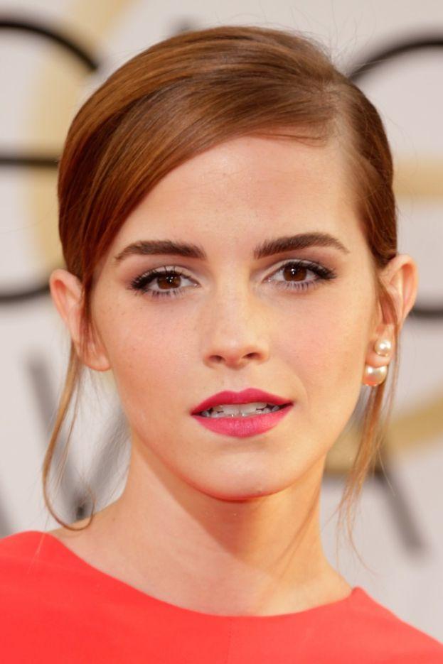 """Sul perché Emma Watson dribbla i selfie: """"Per me è la differenza fra avere una vita privata e non averla. Se qualcuno mi fa una foto e la posta sui social, in due secondi tutti possono sapere esattamente dove sono e con chi sono, vedere cosa indosso... Non voglio condividere tutte queste informazioni"""". In compenso, è sempre disponibile per rispondere alle domande che le fanno i fan."""
