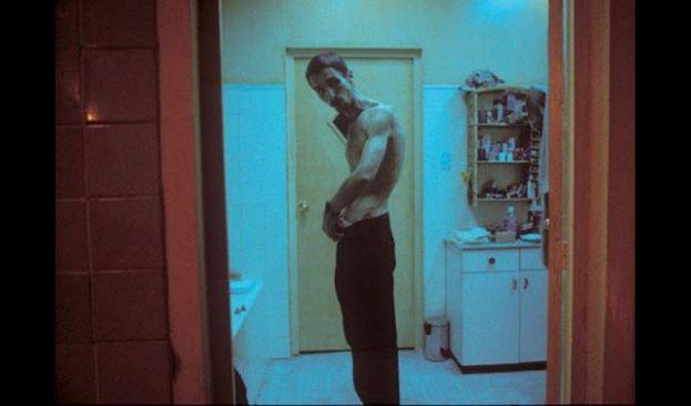 """Quasi irriconoscibile ne """"L'uomo senza sonno"""", film del 2004"""
