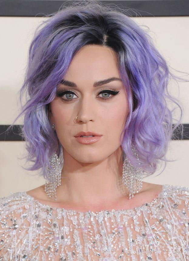 Anche Katy Perry ha mollato il liceo a 15 anni per tentare la fortuna nella musica. Nel frattempo era riuscita a farsi sospendere perché, durante uno spettacolo teatrale, aveva improvvisato una scena di sesso con... un albero!? O_O