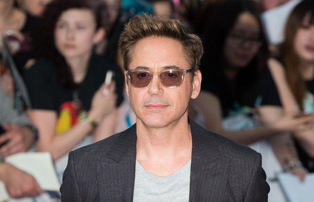 Sul grande schermo è il sexy playboy Tony Stark (alias Iron Man), a casa un papà tenero tenero. Robert Downey Jr. ha tre figli: il primo, Indo, avuto con la musicista Deborah Falconer e gli altri due, Exton e Avri, con l'attuale moglie Susan Levin.
