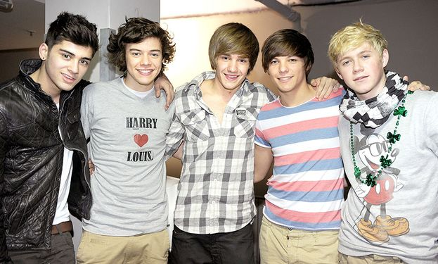 """One Direction - Che carini quando erano ancora tutti insieme! La foto è del 2011, l'anno del primo album """"Up All Night""""."""