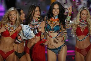 Victoria's Secret Fashion Show 2017, le foto più belle
