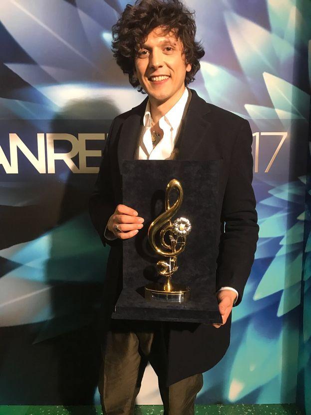 Ermal Meta ha vinto il premio della serata delle cover. Bravo!
