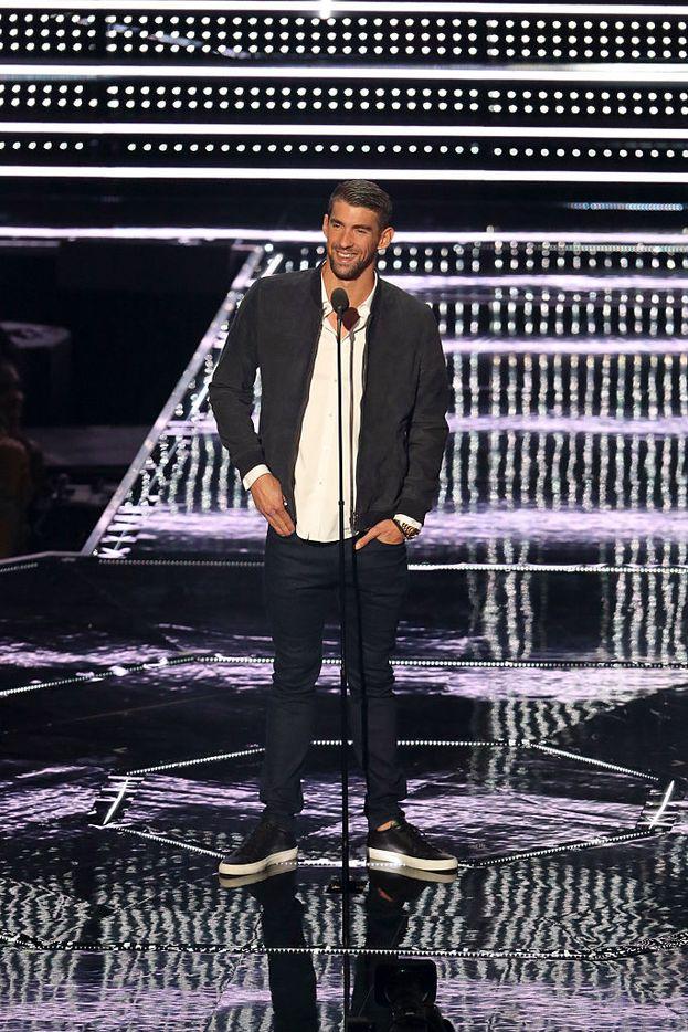 Altra superstar delle Olimpiadi ospite ai VMA: il re della piscina Michael Phelps, il recordman di ori di tutti i tempi - ne ha vinti 23!